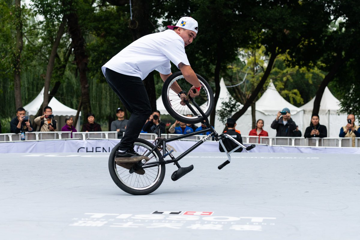 How much flat space do you need to ride flatland? Do you secretly have it available? 📸: @fiseworld https://t.co/yJ4EQDi3yy