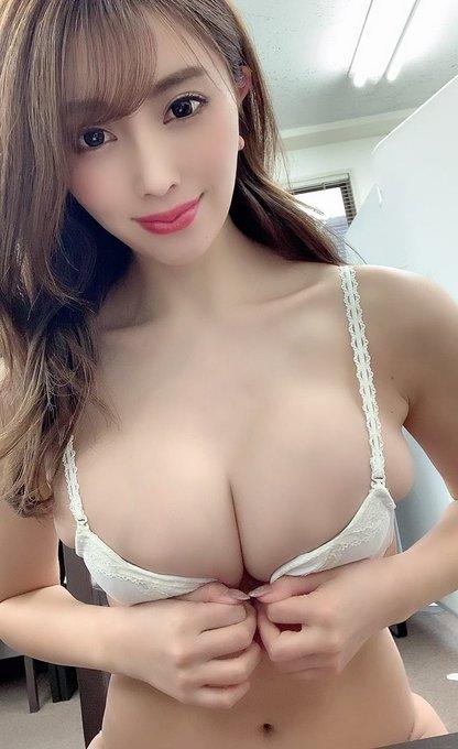 グラビアアイドル森咲智美のTwitter自撮りエロ画像30