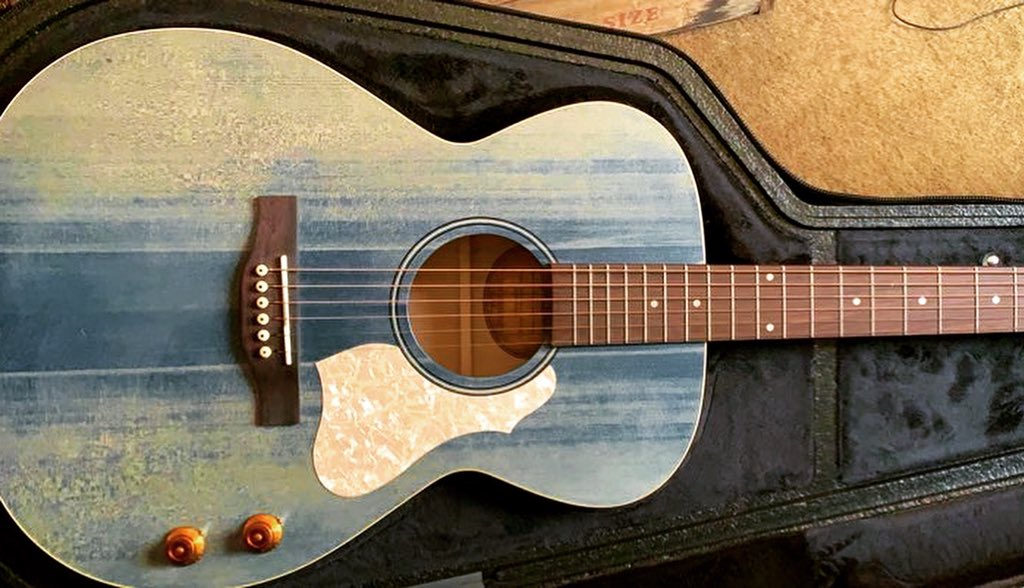 Writing a new one.. using the blue guitar. #songwriter #acousticguitar #acoustic #lyrics #QuaratineLife #TuesdayMorning #tuesdayvibespic.twitter.com/GVzf2y5lEI