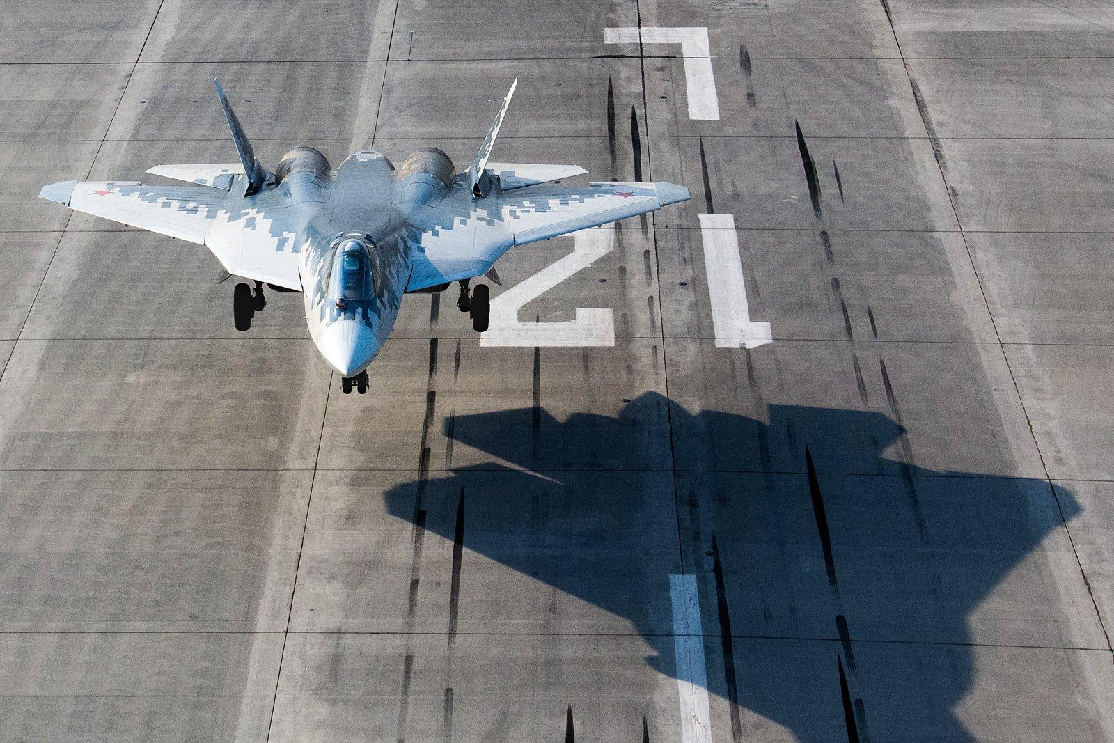 مقاتله Sukhoi T-50 PAK FA سيتغير اسمها الى Su-57  - صفحة 7 EVALVlEUwAAHryg?format=jpg&name=large