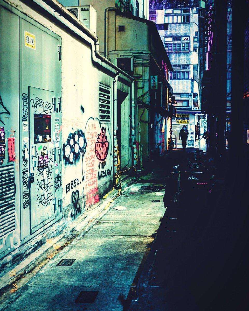 alleyway TST #hongkong #discoverhongkong #nightphotography #streetphotography #香港 https://www.instagram.com/p/B-rmg-yJMK5/?igshid=59icdew56qt6…pic.twitter.com/rgMywH65or