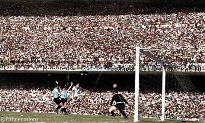 """Ο χρήστης Antonio Ubilla στο Twitter: """"Escena de Brasil 1 Uruguay 2 en el  Maracaná el 16 julio 1950 en campeonato mundial de fútbol, una de las  chances que desperdiciaron los locales…"""