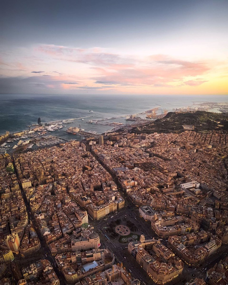 Come on, tell us how many Barcelona landmarks you can spot from up here!   #StayAtHome   #BarcelonaVisitsYou    ©alessiosaveri (IG)pic.twitter.com/TUrgThx0eC