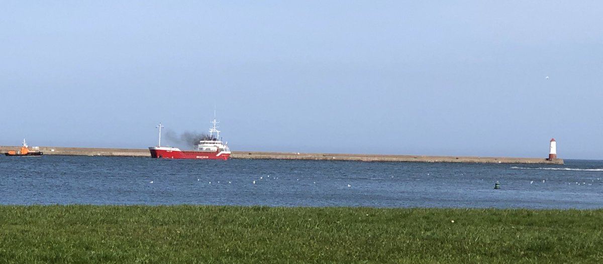 We have a rush on! Boat number two. #@VisitBerwick #landscapephotography #viewfrommywindow #StayHomeSaveLives pic.twitter.com/VWYQEJG91S