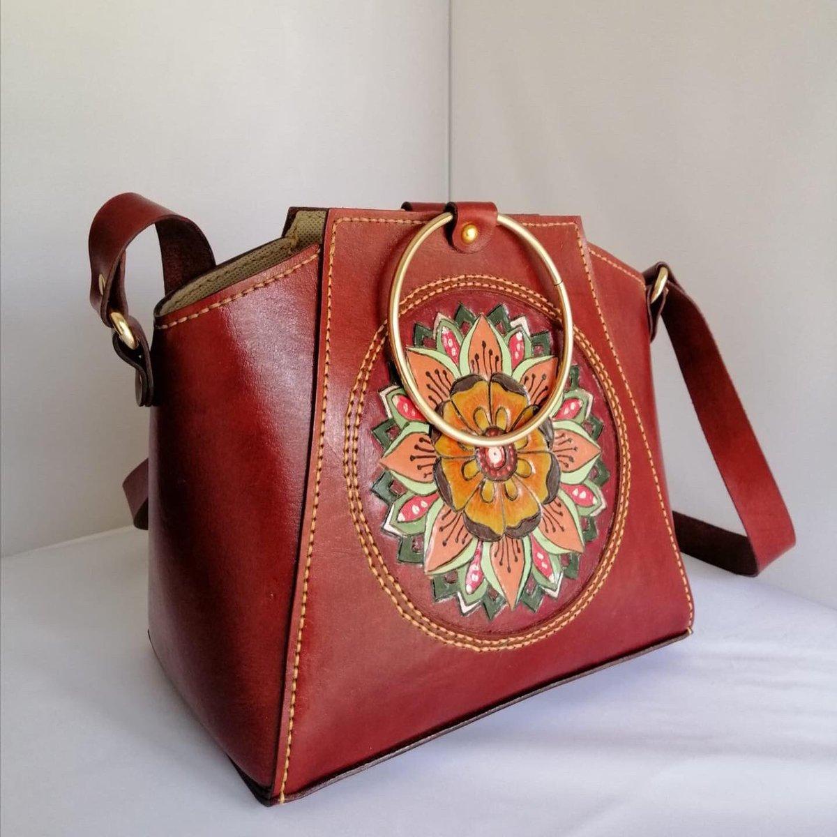 % 100 Deri. % 100 El yapımı  Newhttp://handmadebagstore.com  #leathercraft #onlineshop  #leathergoods #leather #bagshop #newseason #handbag #bags #handmade #shoulderbag #leatherbagshop #realleather #customdesign #bagdesign #designer  #handmadebag #leatherbag #newcollectionpic.twitter.com/B9xaYEhbuJ