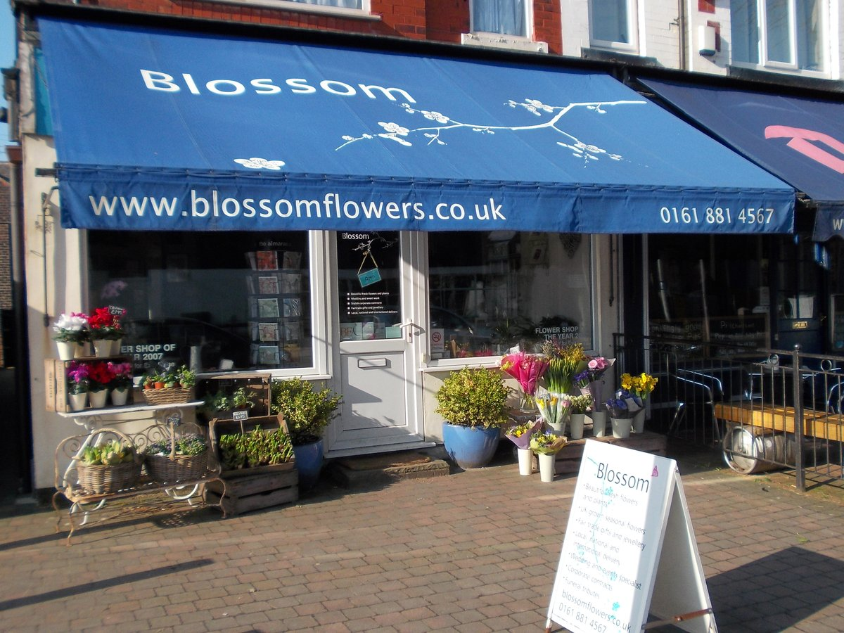 Here are a few tips from Eddie to show your home in its best possible light: Prior to the team commencing with a planned strategy with viewings, grab some fresh #flowers from @blossomchorlton. Which can add both scent and a freshness to your property. #freshflowers pic.twitter.com/MafCB82MqI