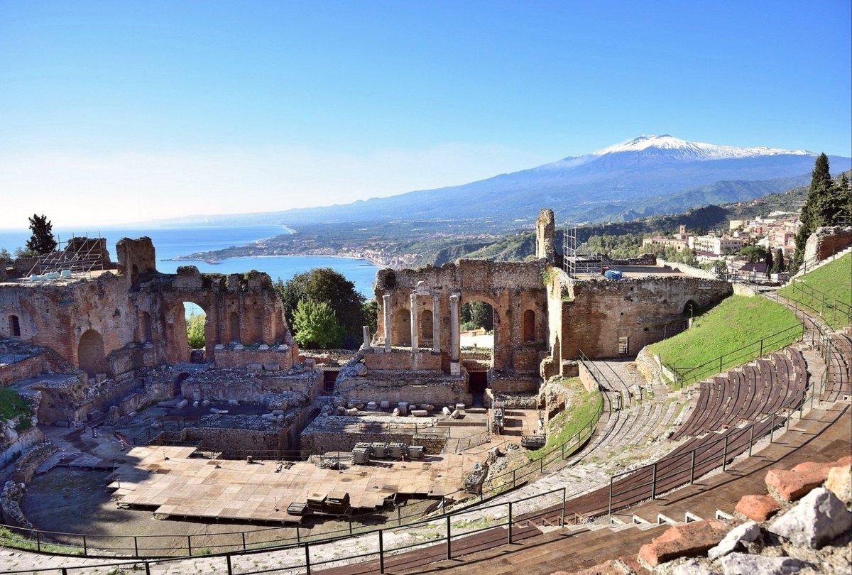 Over one million visitors last year. The ancient Greek-Roman theater of Taormina in Sicily, Italy. It is now closed: #Italy  #lockdown pic.twitter.com/Sj0iNxELL2