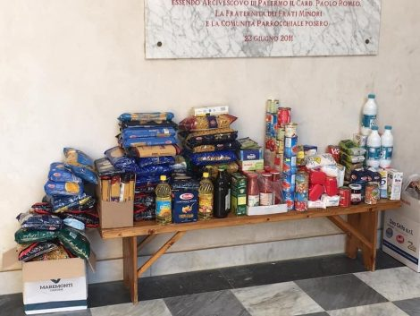 """Banchi alimentari per i bisognosi, a Palermo nasce """"La mano solidale"""" (FOTO) - https://t.co/wIh7yxf4JY #blogsicilianotizie"""