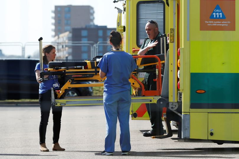 BREAKING First patients admitted to NHS Nightingale hospital set up in just 9 days mirror.co.uk/news/uk-news/f…
