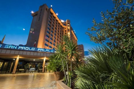 Salgono a 12 i pazienti nell'albergo Covid San Paolo Palace a Palermo - https://t.co/ZnSFj3IdcS #blogsicilianotizie