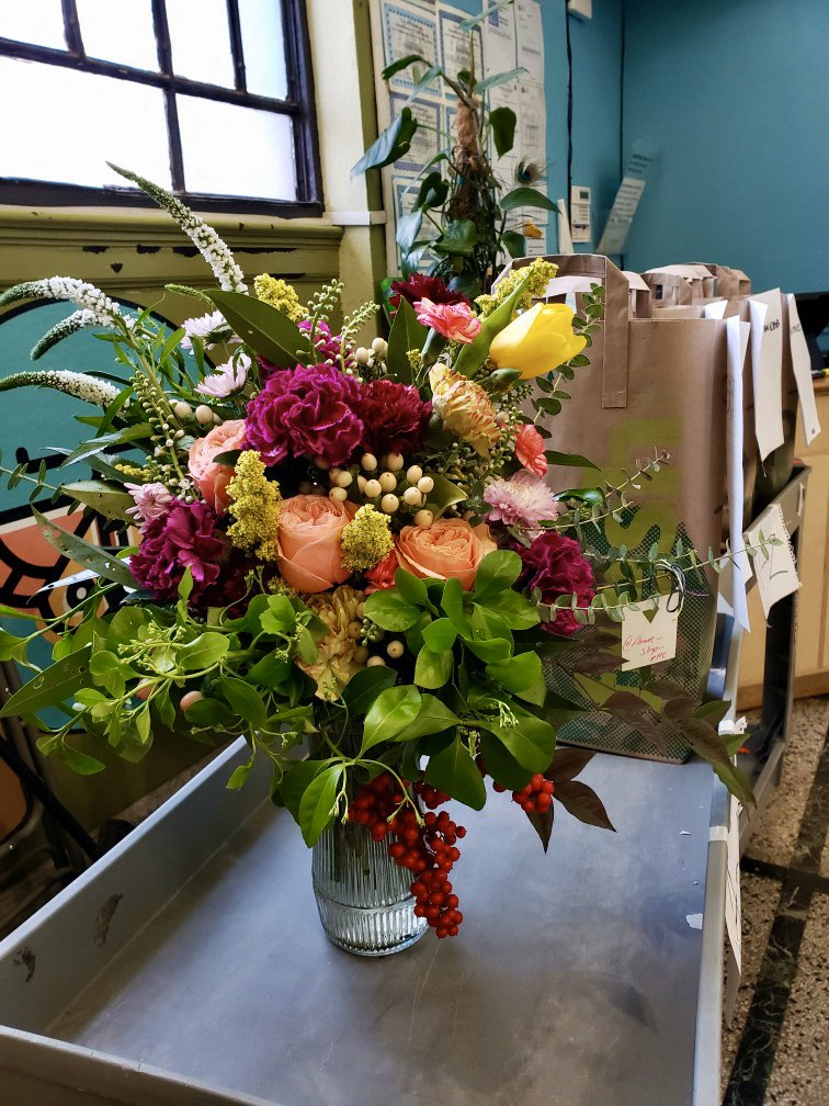 Ahhhh, a lovely bouquet of thanks from one of our member-owners! #HelloSpring pic.twitter.com/fe4Fererp3