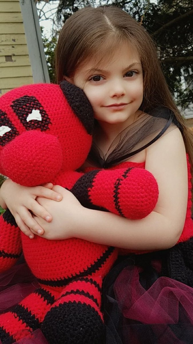 @VancityReynolds My daughter was supposed to have her first BIG Birthday Party today. We asked her what she wanted her party  to be #PrincessDeadpool was what she told us.   80 degrees and doing a photo shoot! We will make it work!   #5yearsold #PrincessDeadpoolpic.twitter.com/kCn36uGtbk