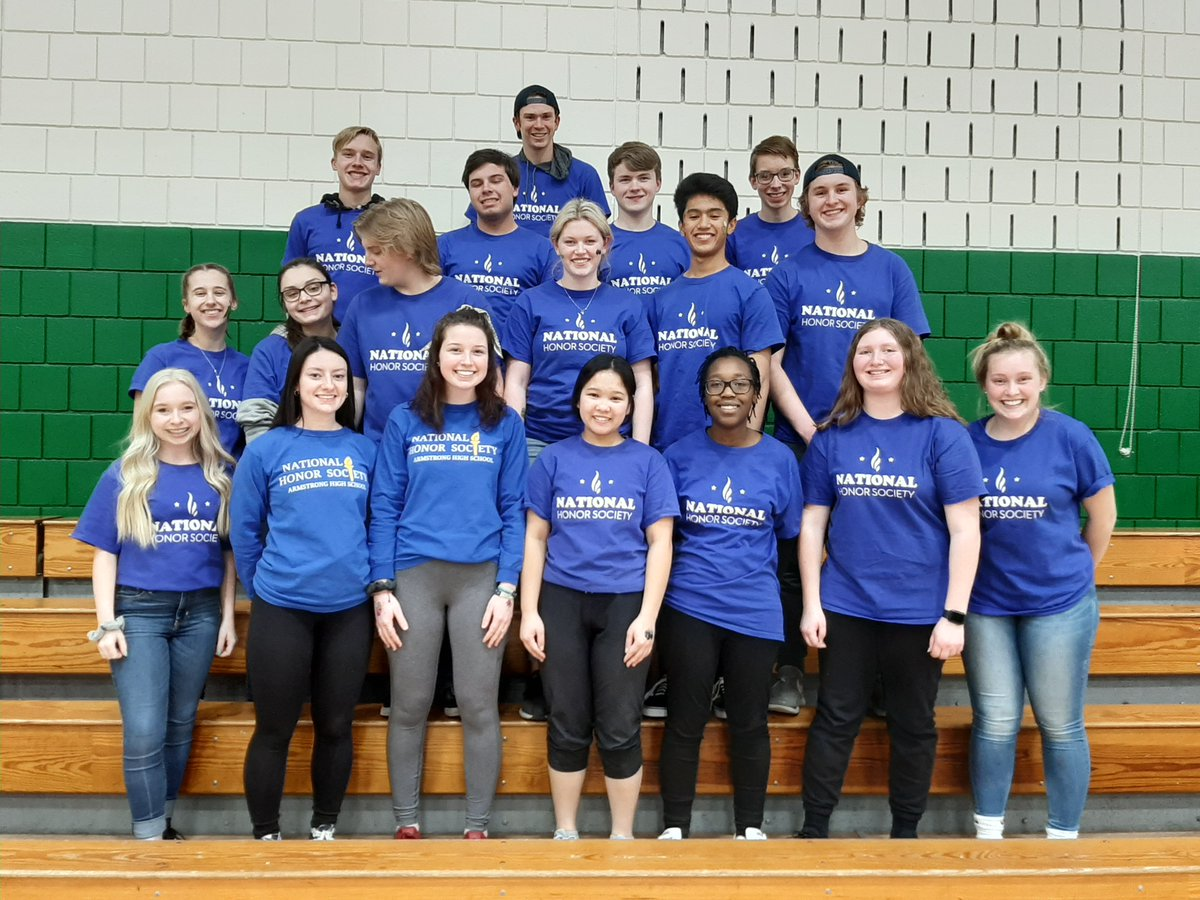 Last month Robbinsdale Armstrong High School National Honor Society had 20 volunteers help with Crystal/New Hope Park & Rec Family Fun Night. Students helped with inflatables in the gym, concessions, coat check, temporary tattoos, and face painting! #Togetherwefly #Rdale281<br>http://pic.twitter.com/Qz40AKmPuZ