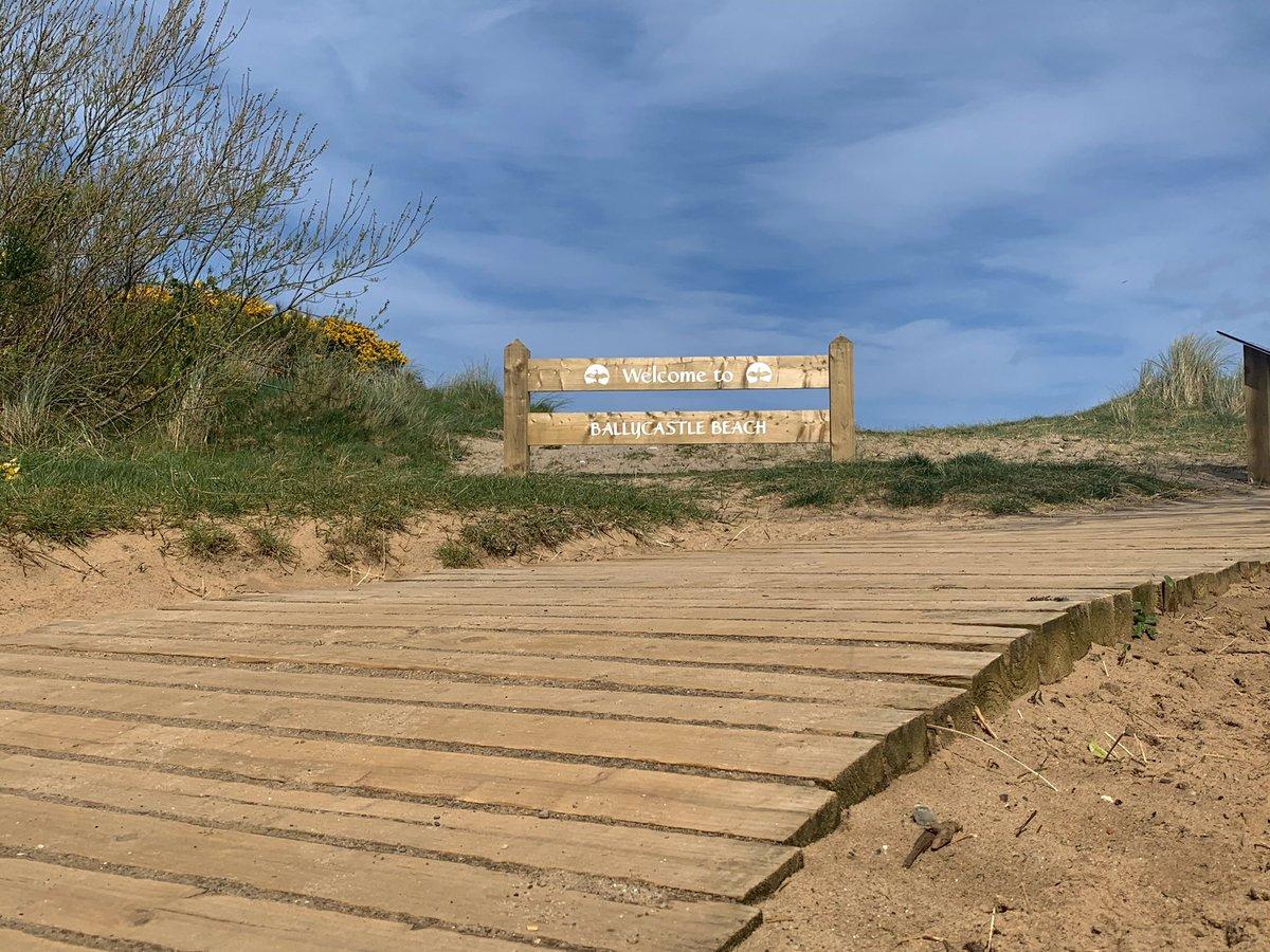 Beach walks and not a sinner about #beach #ballycastle #walkaday #headphonesin  http://Instagram.com/connlith for more pic.twitter.com/wEtmifr4ma