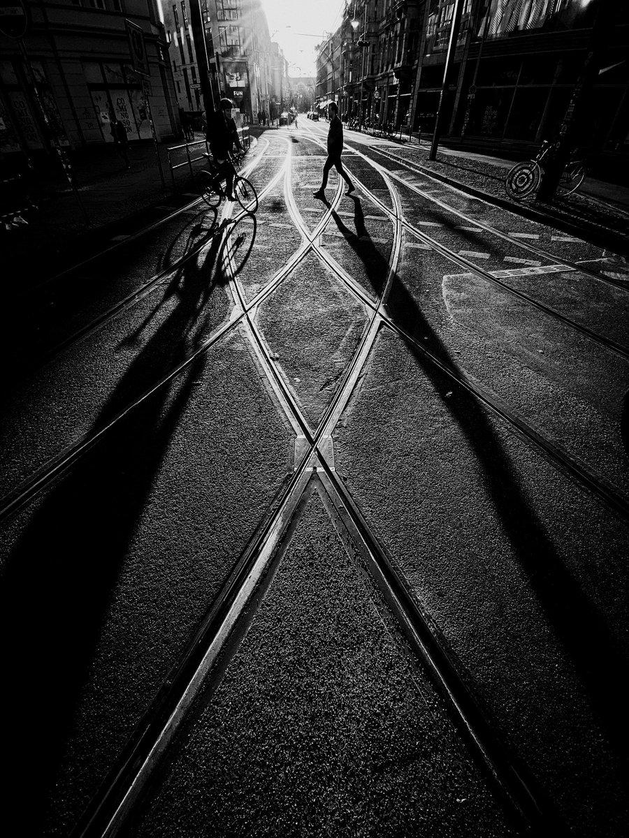 Crossing the tracks.  #berlin pic.twitter.com/iwgGWLYdtS – at H S Hackescher Markt