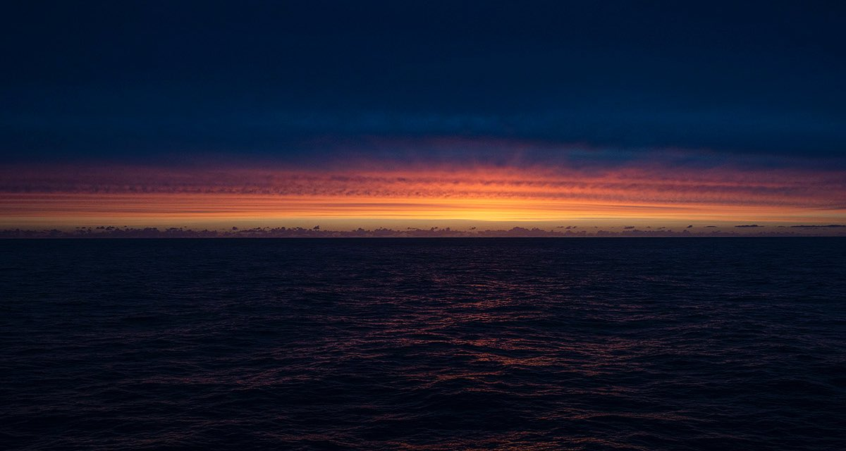 Last light on the Ocean.  #photography #sunset pic.twitter.com/pc3cJApdTo
