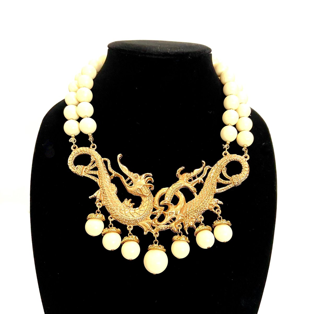 Rare Jules Van Rouge Entwined Dragon Necklace Runway Worthy Off White Lucite Beads French Haute Couture Statement Piece Gift for Her https://etsy.me/3e1p84F  #RARE #Frenchcouture #JulesVanRouge #entwineddragons #goldplated #ivoryresin pls follow 4 shop newspic.twitter.com/dWmL16A45R