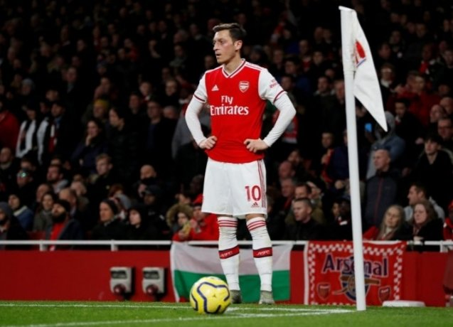 Galatasaray have taken up an interest in the Arsenal playmaker Mesut Özil. The 31 year olds contract expires soon. He is currently on £350k/week at Arsenal. These wages may pose a problem to Galatasaray. However, Özil himself has said that he will see out his contract until 2021 <br>http://pic.twitter.com/JES46ZR3de