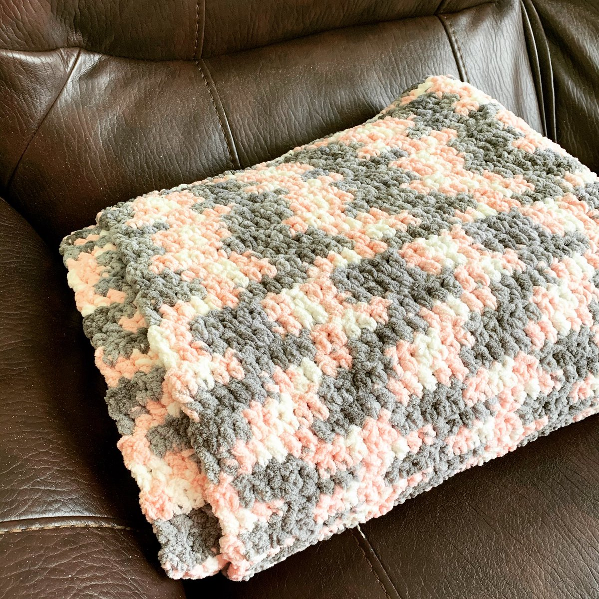 Finished one crochet blanket for a friend. Learned a new stitch and began another blanket. #practice #learning #crochetpic.twitter.com/nQHBtEUbUM