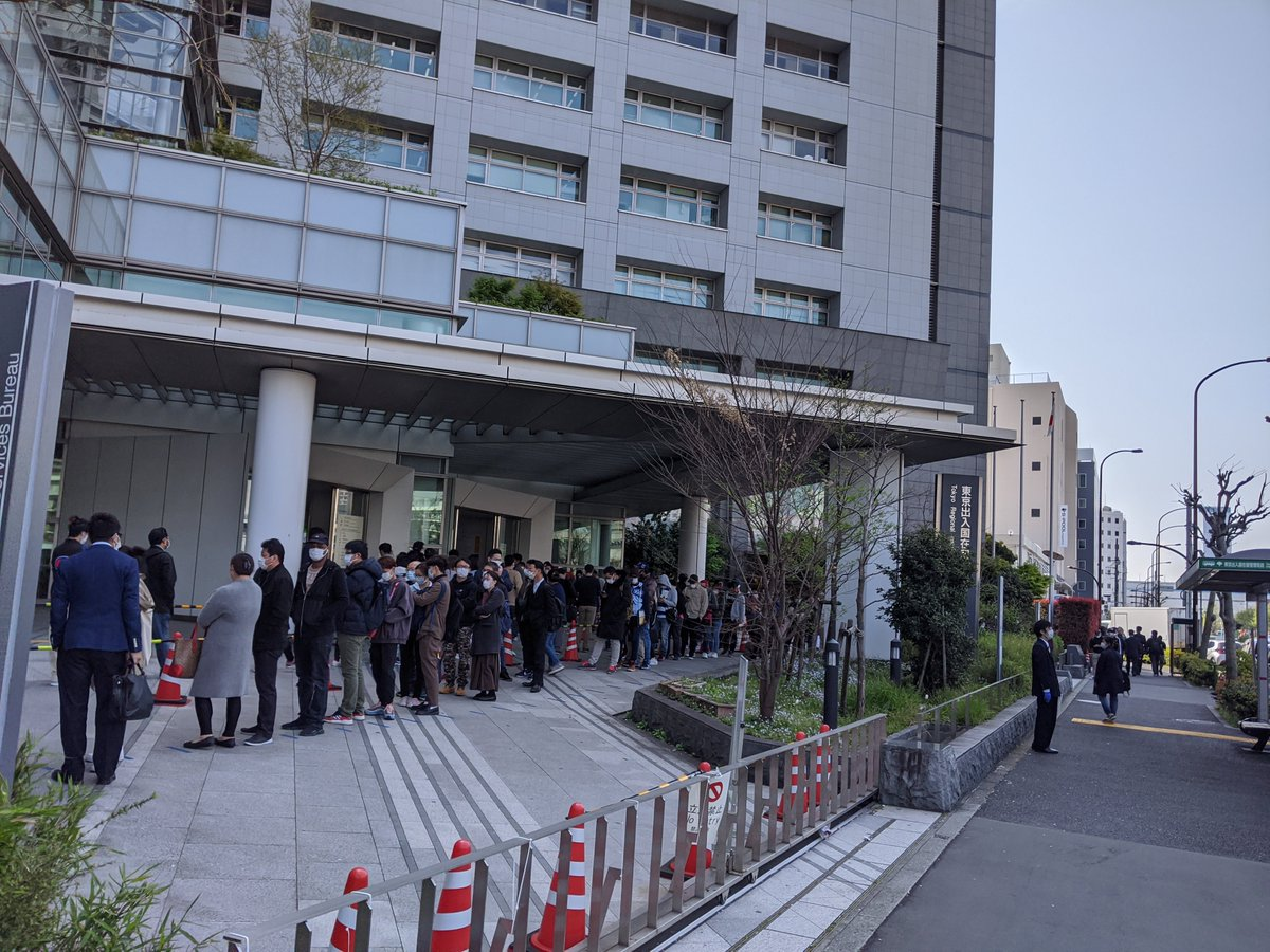 I'm required to go in person to the Tokyo Immigration Bureau to pick up my renewed residency visa.  The line to get in the building stretches around the block.  #japan #covid19pic.twitter.com/DRemEuxGqn