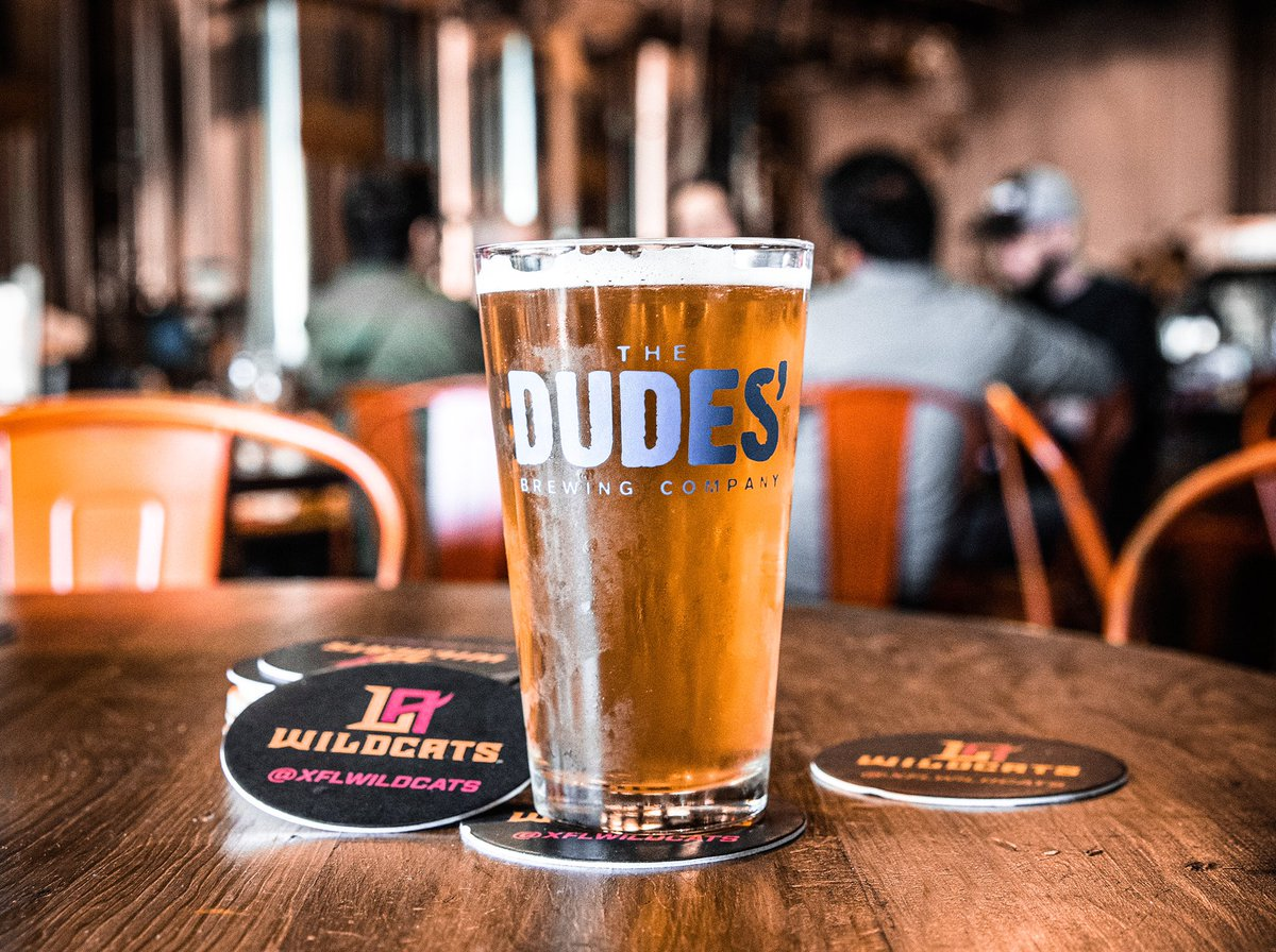 It's 5pm & #NationalBeerDay 🍻    Wishing we were with our friends @thedudesbrew but in the meantime grab one to-go until 8pm! https://t.co/V8UuLRRhg9