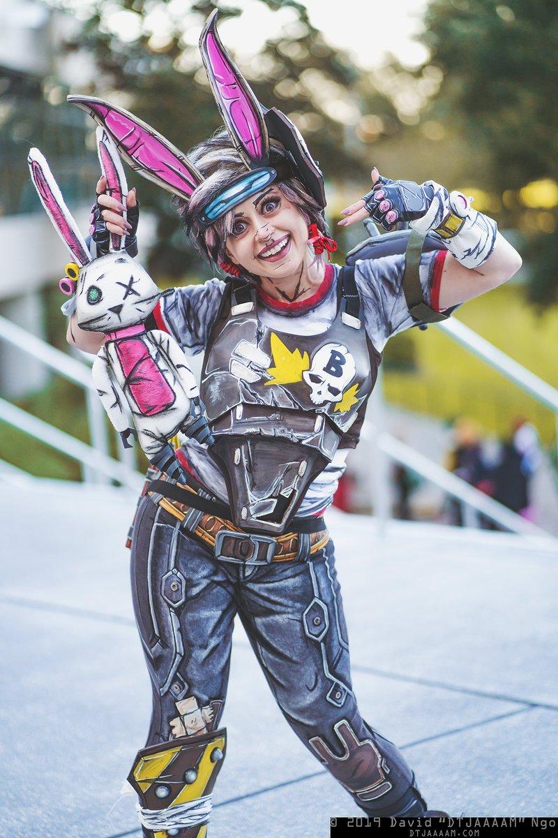 Borderlands 3 Tiny Tina cosplayed by @colossalsmidgen!  #cosplay #holidaymatsuri #holidaymatsuri2019 #holmat #holmat2019 #borderlands #borderlands3pic.twitter.com/lizwHw7LfJ