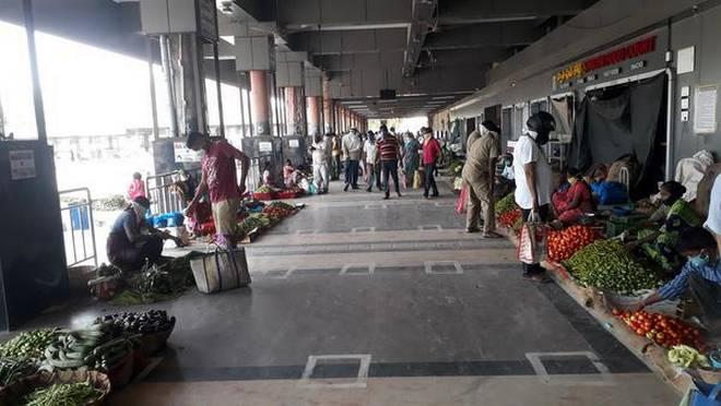 #COVID19 #TELANGANA: Prices of vegetables drop in Karimnagar. @KMdayashankar