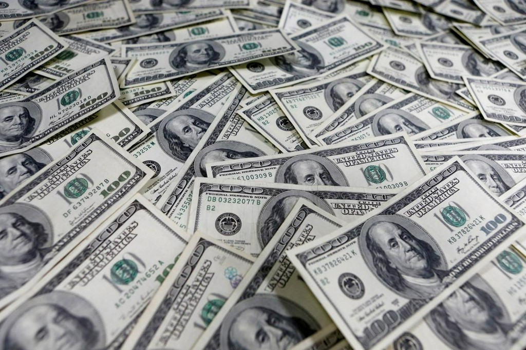 Dollar creeps higher as virus worries return