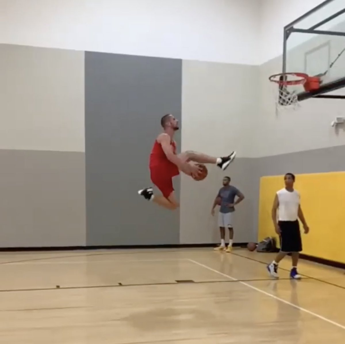 RT @BleacherReport: A look back at a dunker who might have as much bounce as Zach LaVine 😳  (via _nickbriz/IG) https://t.co/XE15TfMvNt