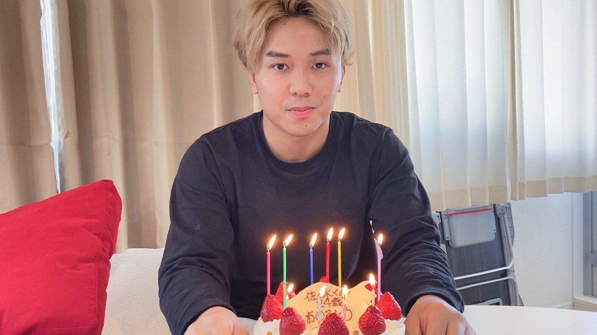 RT @MikuruAsakura: 誕生日にケーキ早食いしてみた https://t.co/trknPWtmMK https://t.co/LvXen9W2uM