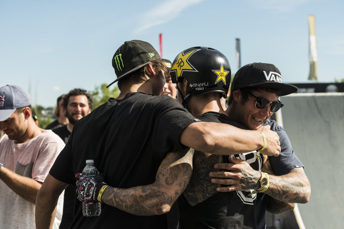 No bro hugging at the moment but still family. Let's get through this. Stay safe. 📸: @fiseworld https://t.co/Rre1pPQSfA