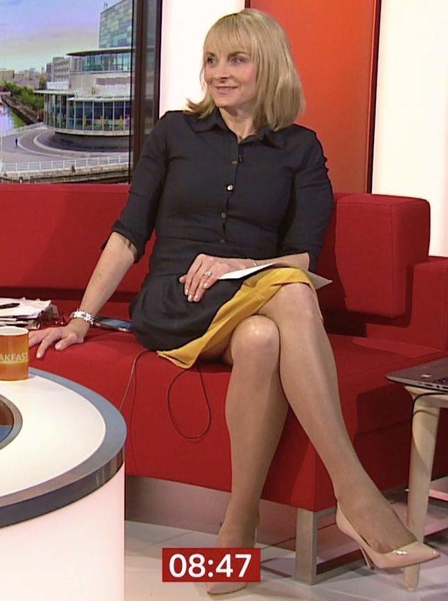 Great view #tights #louiseminchin on 07/04/2020 BBC Breakfast News. I love spring pic.twitter.com/H72rG9Mij2