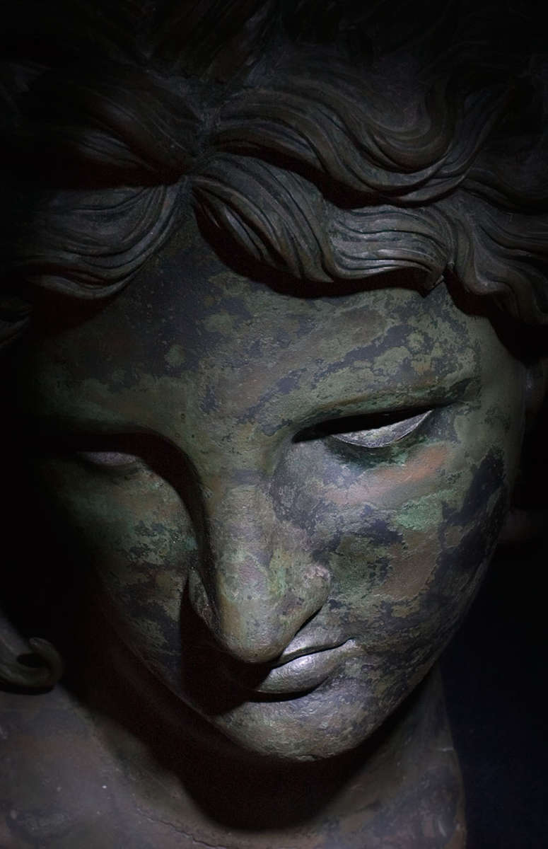 The bronze head of Apollo (detail).Found in the waters of the gulf of Salerno in 1930.Hellenistic period.