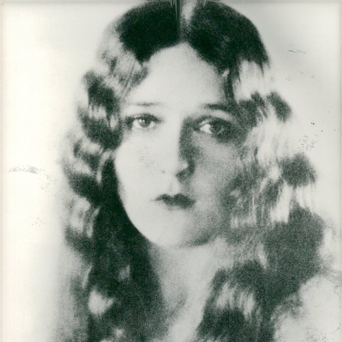 MARY PICKFORD - born this day in 1892 - collect vintage photographs from some of Europes foremost pressphoto archives:  #actress #Documentary #archives #photo #PHOTOS #artcollectors #artcollector #oldphotos #giftidea #UniqueGifts #homedesign