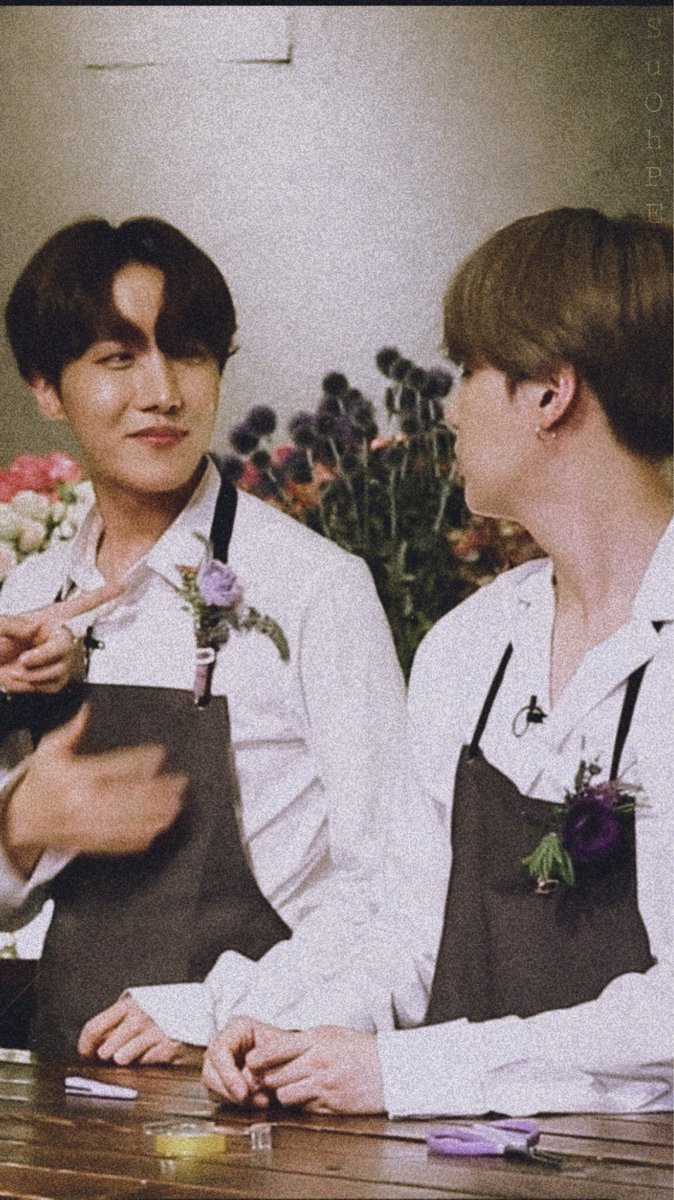 When hobi looked at yoongi ,His eyes were full of love 😭😭😭I love they!!!  I love sope!!!😭😭😭#sope