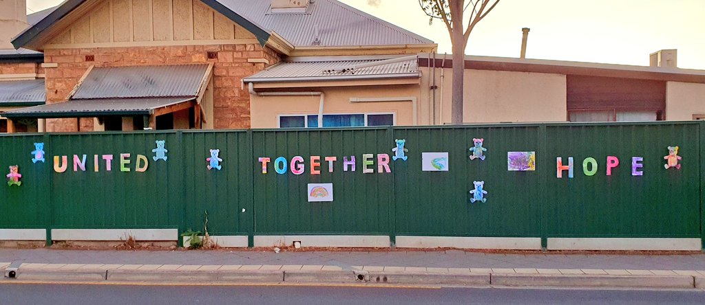 Nice display by the kids at Parkside Childcare.. #StayAtHome #AllInThisTogether  #Adelaidepic.twitter.com/1duCYlWc6C
