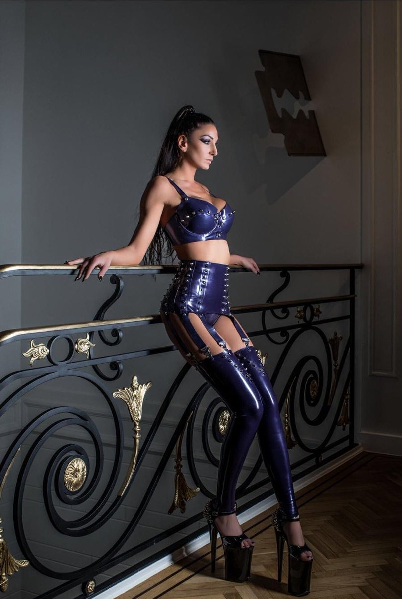 Find unedited content at Her OnlyFans   #BossLady #DominationAndSubmission   Follow Lady Electra:   TW: @ladyelectracgn IG: http://instagram.com/ladyelectradominatrix… Web: http://lady-electra.de OF: http://onlyfans.com/ladyelectradominatrix…pic.twitter.com/py4qLzrk25