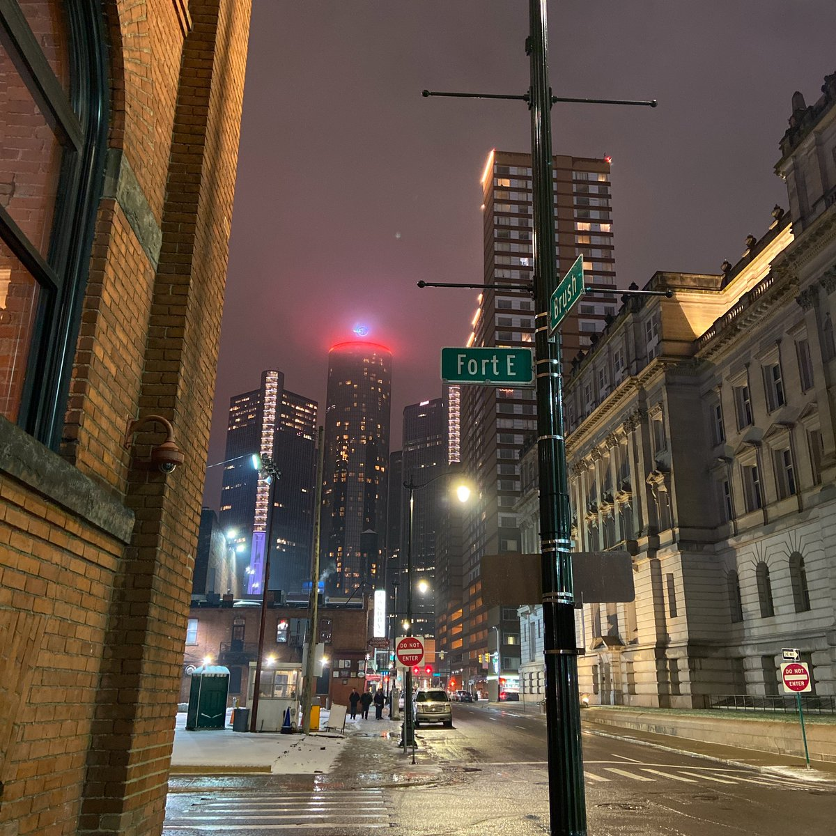 Beautiful #nightphoto I took in Downtown Detroit a few weeks ago. I can't wait to get back out there and enjoy the nights with more people out. #citylife #RETWEET if you  #NightPhotographypic.twitter.com/2j0DlyFrdB