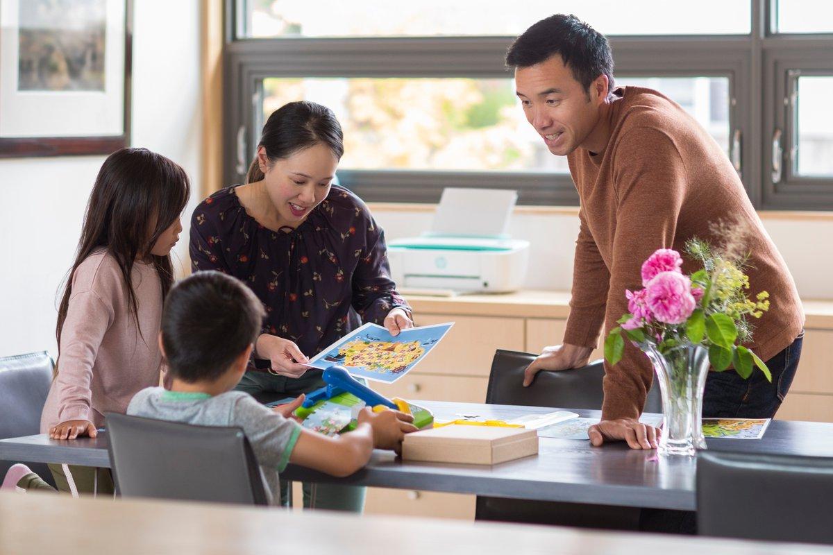 Comment concilier télétravail et famille ? On y arrive quand on est seul mais quand il faut partager l'espace avec ses enfants, les choses se corsent ! Voici quelques conseils pour s'en sortir. https://t.co/UQnJoSEhkk #hp #télétravail https://t.co/vHNSULXFxK