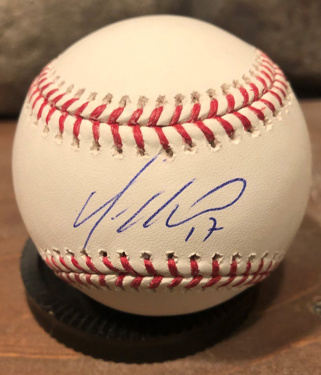 Happy 33rd birthday to @YonderalonsoU.  He signed this ball for me at #soxfest2019.  Hope you have a great day!  #whitesox #braves #reds #padres #athletics #mariners #rockies #mlb #romlb https://t.co/Yw1oKVlGs7