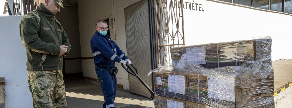Protective gears necessary in preventing transmission of the coronavirus were distributed to the University of Szeged from the stocks of the National Healthcare Services Center on the 3rd April.  Learn more here:   #SZTE #Hungary #UniversityofSzeged
