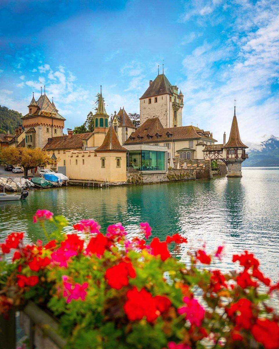 When did we step into a fairytale?  📍 Oberhofen Castle, Switzerland 🏰🇨🇭  📸 via kyrenian [IG]  #Schloss #castle #Switzerland #summer #Oberhofen #holidays #mountains #vacation #traveldeals #travel #wanderlust #hotel