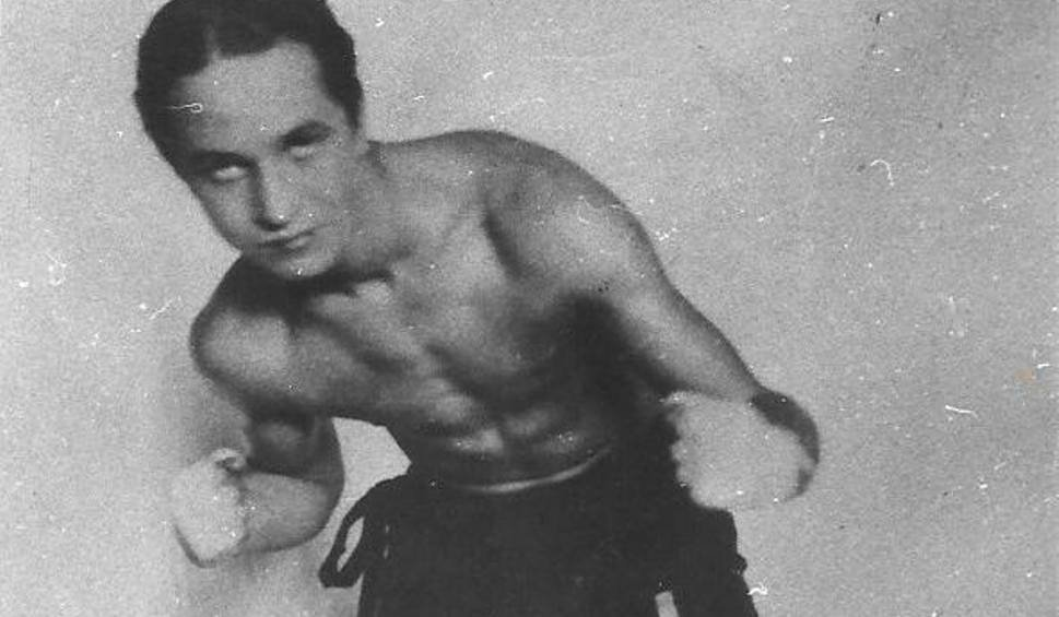 8 April 1917 | Tadeusz Pietrzykowski was born. A boxer, pre-war Polish bantamweight champion. He was sent to #Auschwitz in the 1st transport of Poles on 14 June 1940. (No. 77). He survived, because for SS men, prisoner fights were an entertainment. Liberated in KL Bergen-Belsen.pic.twitter.com/9o4nia5wkJ