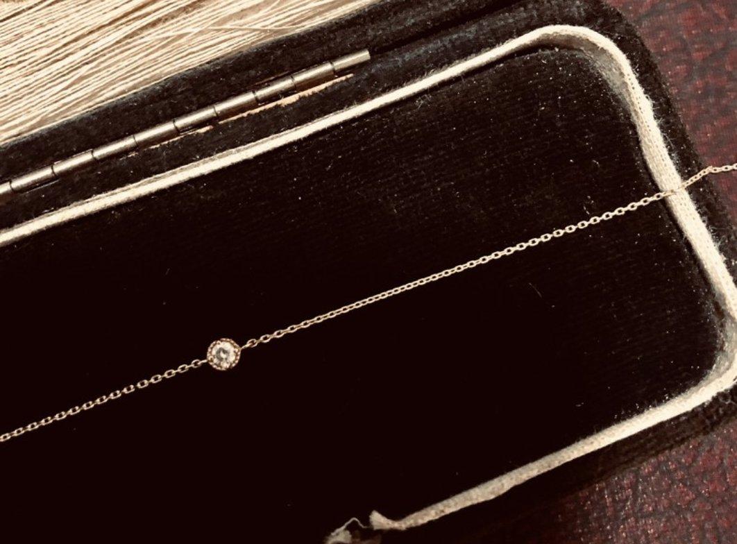 Relax妮歌小鋪日本製10K金小花框鑲單顆真鑽手鍊 一中店 台中市北區太平路19巷3弄2號 Line ID:relaxnicolelin  #jewerlry #Relax妮歌小鋪 #silver #gold #handmade #disney #pandora #agete #snoopy #moonstone #日系 #rootote #sapphire #champion #nenet #diamond #jomalone