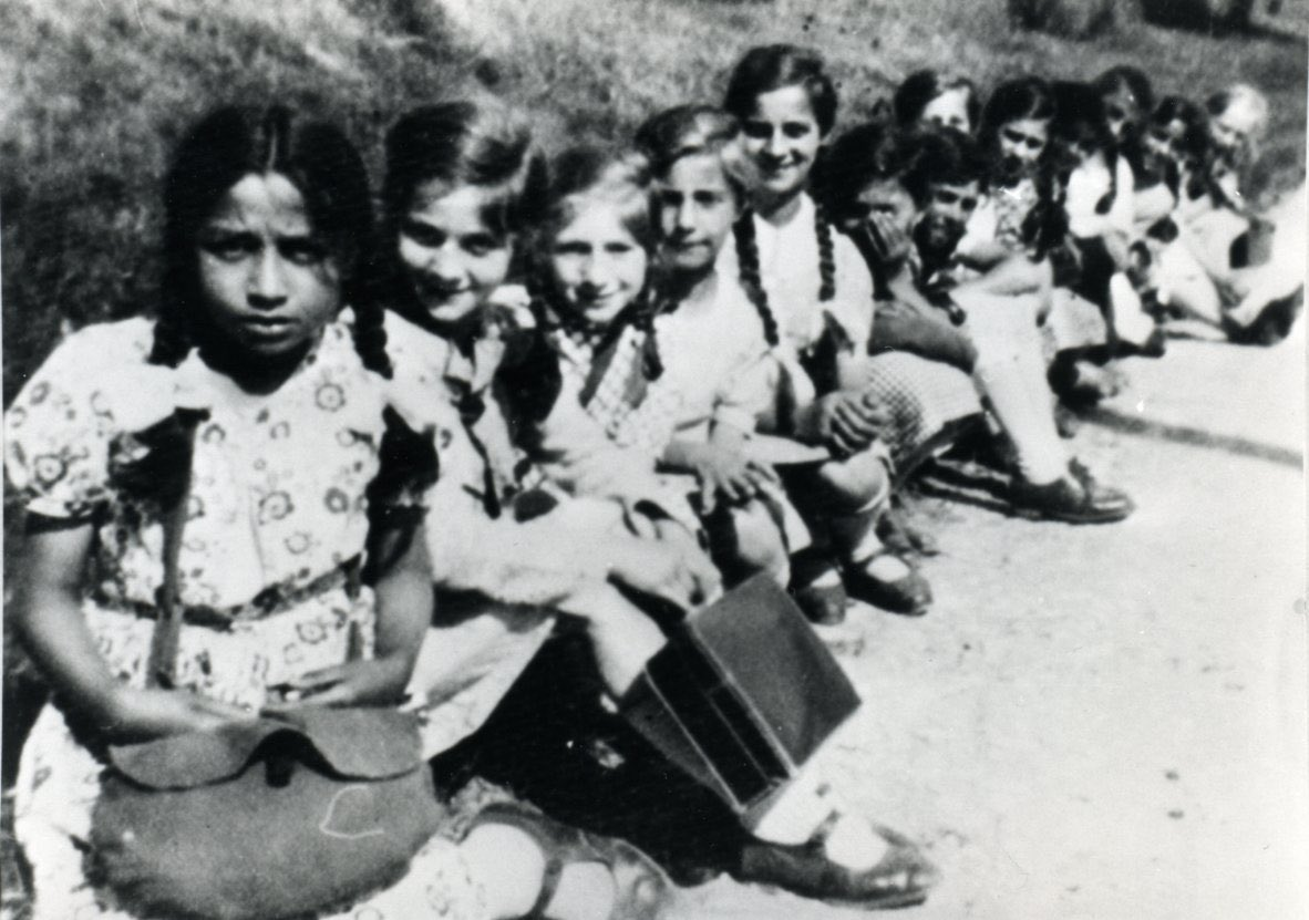 April 8 is the International Roma Day. Please remember & learn about the fate of ca. 23,000 #Sinti and #Roma who were deported to German Nazi #Auschwitz camp. Around 21,000 were murdered there. http://lekcja.auschwitz.org/en_roma_auschwitz/story_html5.html … #Porajmos #InternationalRomaDay #InternationalRomaniDaypic.twitter.com/3TKYKrD7Rb