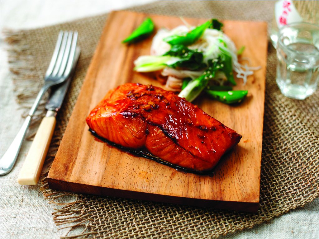 Bursting with flavour, our recipe for Teriyaki salmon with sesame noodles is an easy fish dinner idea the whole family will love. rspcaassured.org.uk/get-involved/r…