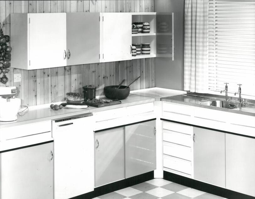 After World War II, we produced superior framed and freestanding #kitchenunits for families across #Britain.   Learn more about our factory in #Sidcup and why it remains there to this very day, here: https://bit.ly/2xI2sWk  #madeinbritain #kitchendesignpic.twitter.com/PLElDx6uxQ