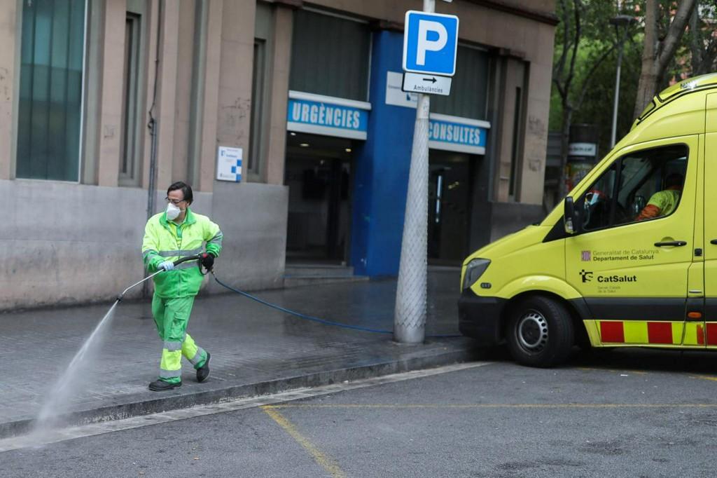 Spain hits 14,500 coronavirus deaths, big economic slump forecast