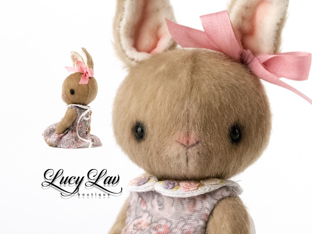 Brown Teddy Bunny 💝 is READY TO SHIP 👉  #teddyrabbit #blythefriend #collectionteddy #arttoy #artisttoy #heirloomteddy  #handmadeteddybunny #plushteddybunny #ooakteddybunny #dressedbunny #stuffedteddybunny  #handcrafted #etsyseller #supporthandmade