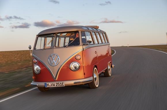 欲しい!けどたけーな。VWがコンセプトEVカー「e-BULLI」発表